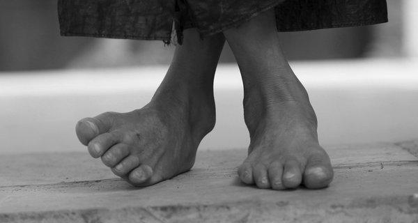barefoot_child_0.jpg