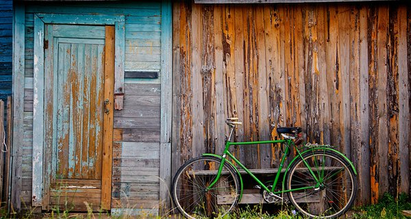 bicycle_and_shed.jpg