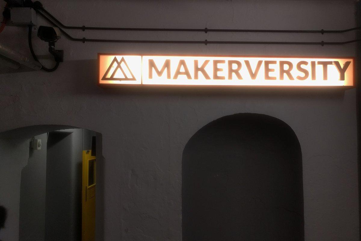 Neon Makerversity sign