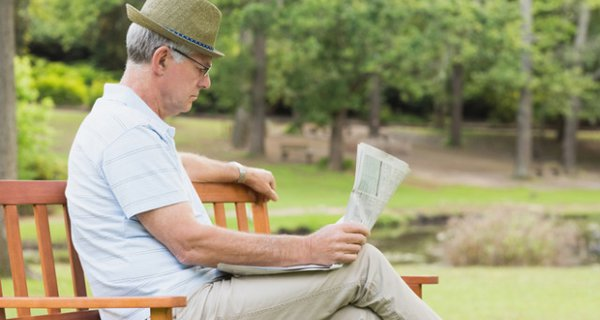 old-man-reading-newspaper-in-park-640x387.jpg