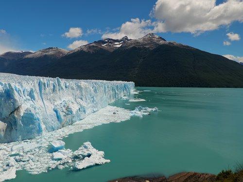 iceberg breaking off